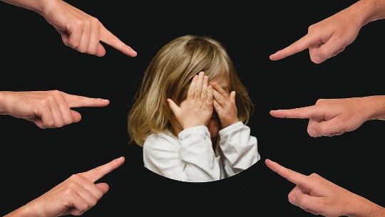 Hur du känner igen dina grundläggande negativa övertygelser och inre kritiker