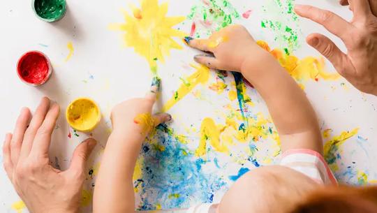 Por que criar arte com seus filhos é importante