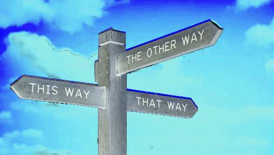 Poste apontando em três direções diferentes: desta forma, daquela forma e da outra