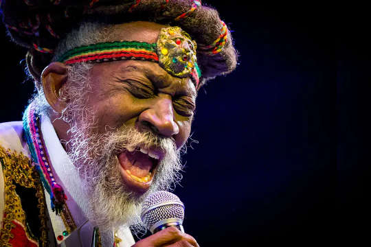 Como Bunny Wailer trouxe inovação e rastologia para o renascimento da música jamaicana