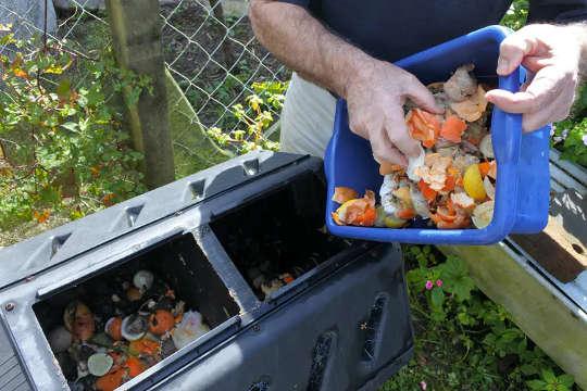 Din soptunna ska bestå av en del grönt avfall och två delar brunt avfall.