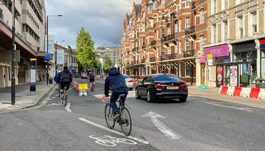 Cykling är tio gånger viktigare än elbilar för att nå nollstäder