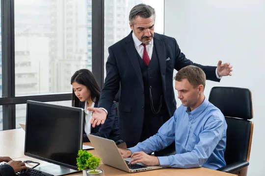 Como uma cultura tóxica e sexista no local de trabalho pode afetar sua saúde