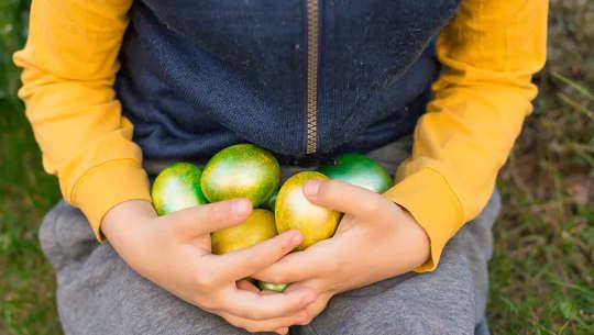 7 طرق لجعل عيد الفصح آمنًا وشاملًا للأطفال المصابين بالحساسية الغذائية