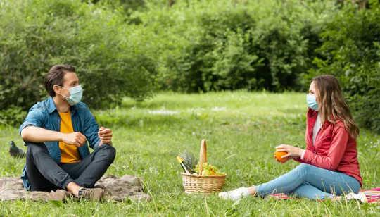 付き合いは、私たちの知恵を研ぎ澄まし、気分を高めるのに役立ちます。