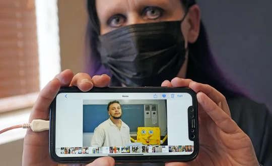 ممنوع الزيارات وبالكاد أي مكالمات: الوباء والأشخاص الذين لديهم أحد أفراد العائلة في السجن