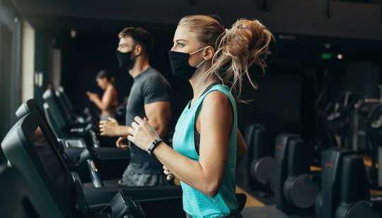 Επιστροφή στο γυμναστήριο: Πώς να αποφύγετε τραυματισμούς μετά το κλείδωμα