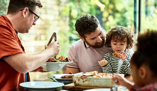 Lapset voivat olla terveellisimpiä ruokailukumppaneita, jotka voit asettaa riviin itsellesi.