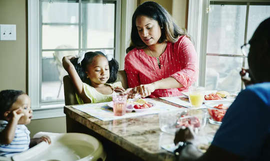 Waarom gesinsmaaltye goed is vir volwassenes en kinders