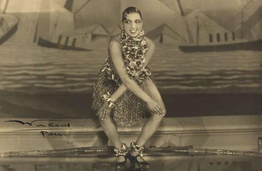 Josephine Baker's verve, ytelsesstil og dristige antrekk gjorde henne til en stjerne i Paris på 1920-tallet.