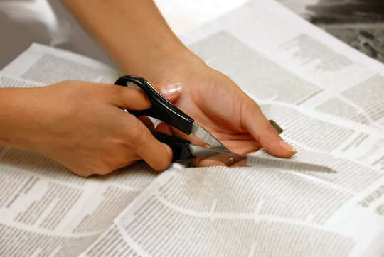 ibu bapa memotong cerita dari akhbar