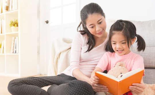 """Çocukların """"evde kalarak"""" öğrenme kaybını önlemeye yardımcı olmak için ebeveynler için 7 """"sesli okuma"""" ipucu"""