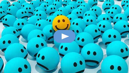 """många """"un-smiley ansikten"""" med bara ett ansikte leende"""