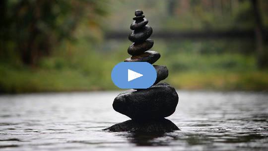 stapel småsten perfekt balanserad