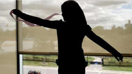 춤추는 여자의 실루엣
