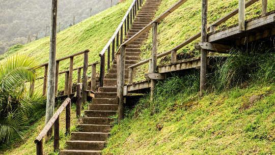 bild av flera trappor i olika riktningar