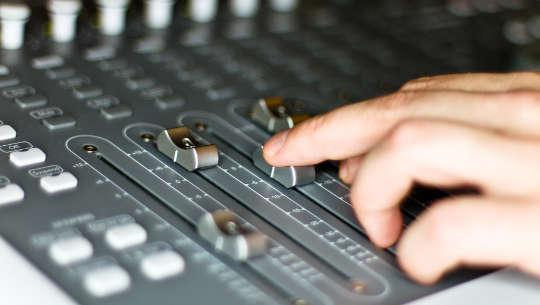 Tonmischpult in einem Tonstudio