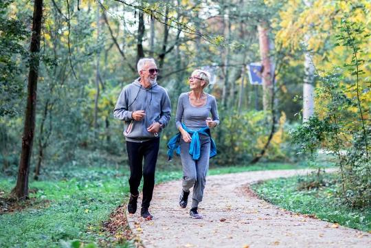 Rester actif tout au long de l'âge adulte est lié à une baisse des coûts de santé plus tard dans la vie