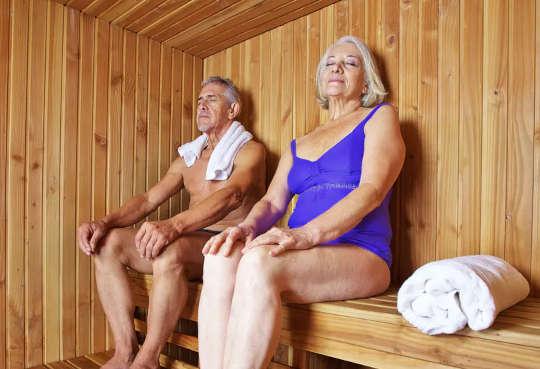 O que um banho quente ou uma sauna oferece alguns benefícios semelhantes aos de corrida