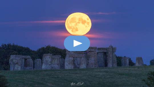 Vollmond über Stonehenge