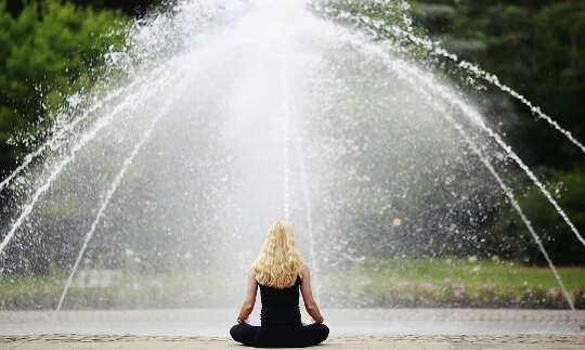Hur Mindfulness fördelar är beroende av vem som finns i närheten