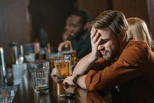 Non riesci a ricordare la scorsa notte? Il 48% dei bevitori ha avuto un blackout a 19 anni