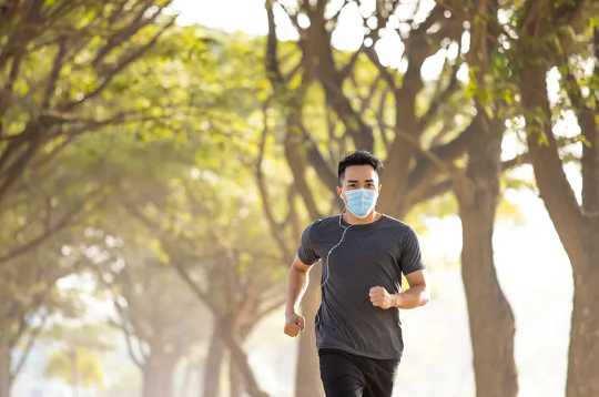 Perché jogging e ciclisti dovrebbero indossare maschere
