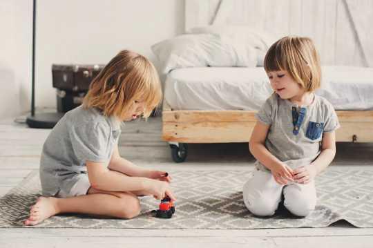 """به سادگی """"بدون معنی نیست"""" ساده است: آنچه جوانان باید درباره رضایت بدانند"""