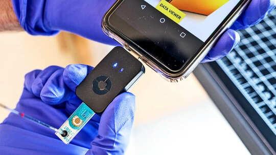 Dieses Telefon kann in weniger als einer Stunde auf Covid-19 testen