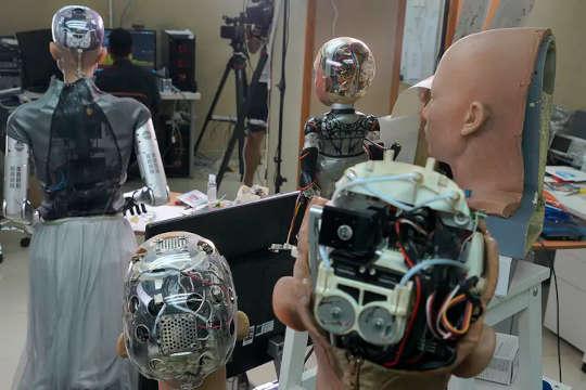 Robot Akan Datang Dan Kejatuhannya Akan Sangat Membahayakan Komunitas Terpinggirkan
