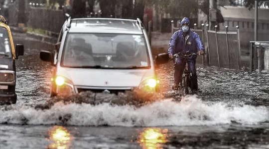 人們為什麼要開車穿越洪水或離得太晚而逃離?