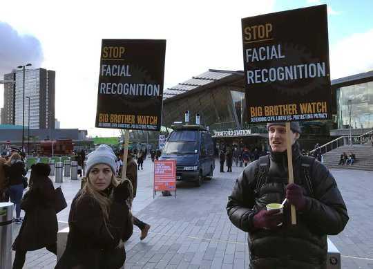Sử dụng Nhận dạng khuôn mặt đặt ra câu hỏi: Ai là người sở hữu khuôn mặt của chúng ta?