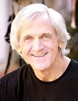 kuva: Dr.Steven Farmer, psykoterapeutti ja shamaaniterapeutti, useiden myydyimpien kirjojen ja oraakkelikorttien kirjoittaja