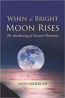 kitap kapağı: Parlak Ay Yükseldiğinde: Eski Anıların Uyanışı, Dena Merriam