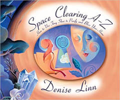 penutup buku: Ruang Kosong AZ: Cara Menggunakan Feng Shui untuk Menyucikan dan Memberkati Rumah Anda oleh Denise Linn.
