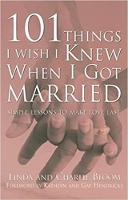 101 dinge wat ek wens dat ek geweet het toe ek getroud is: eenvoudige lesse om liefde laaste te maak deur Linda en Charlie Bloom.