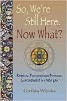 boekomslag van: So, ons is nog steeds hier. Nou wat ?: Geestelike evolusie en persoonlike bemagtiging in 'n nuwe era (The Map Home) deur Gwilda Wiyaka
