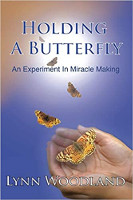 Holding a Butterfly: An Experiment in Miracle Making deur Lynn Woodland.
