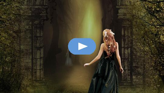 изображение девушки, смотрящей в мрачный лес, но с сияющим лучом света