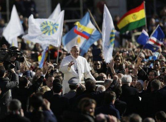 교황은 가난한자를 돕기 위해 부름