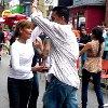 Las celebraciones comunitarias y bailando en las calles