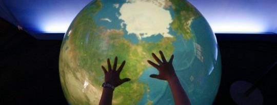विश्व की महिलाएं जलवायु और स्थिरता पर तत्काल कार्रवाई के लिए बुलाती हैं