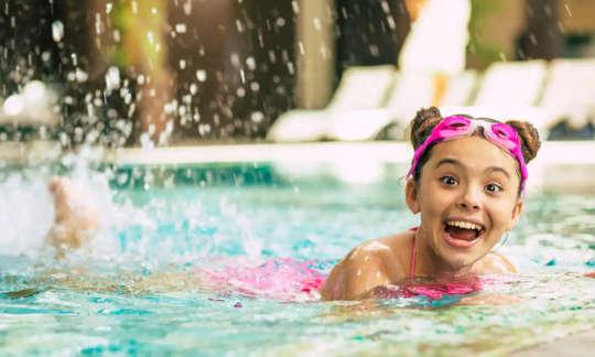 क्यों तैरना आपके दिमाग को बढ़ावा देता है