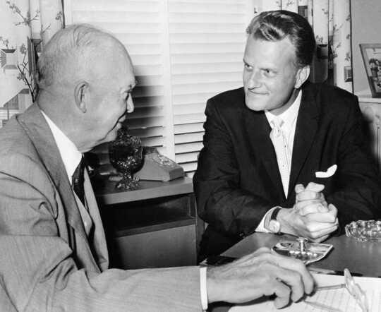 Le révérend Billy Graham dans une conversation avec le président Dwight Eisenhower.