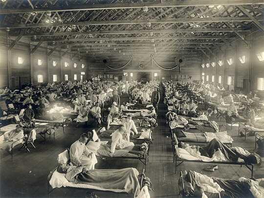 침대에있는 인플루엔자 환자의 홀.
