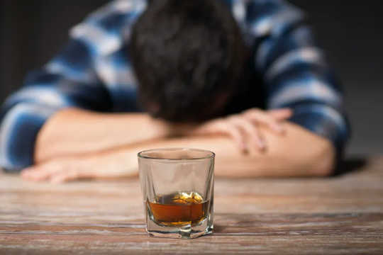 Hệ thống miễn dịch của não có thể là chìa khóa để hiểu và điều trị chứng nghiện rượu?
