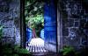 pintu terbuka ke jalan yang terang