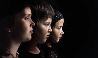 Seitenbild von drei Frauengesichtern... vom Erwachsenen zum Kind