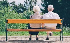 وترتبط الأزواج المسنين في مرضهم
