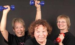 מבוגרים מבוגרים המרימים משקולות חיים יותר